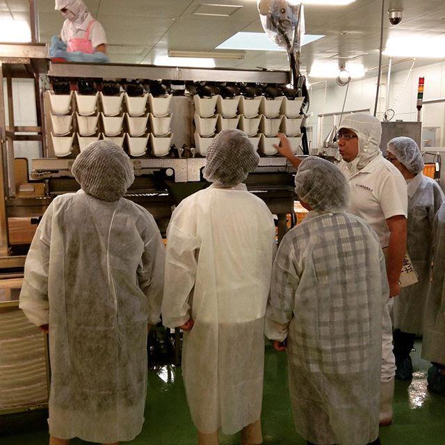 今日は工場見学がありました。小田原屋のお漬物ができるまでの工程を見ていただきました。工場見学は随時受け付けていますのでお気軽にお問い合わせください。#工場見学#アンデコ#レストラン#ランチ#fukushima#kooriyama #undeco#小田原屋漬物店#小田原屋#お漬物バイキング#漬物#お漬物#つけもの#おつけもの#和食#japanesetraditionalfood#otsukemono#food#japanese#baiking#japanesefood#tsukemono#japanfood#foodgasm#foodies#foodie#japanesetradition