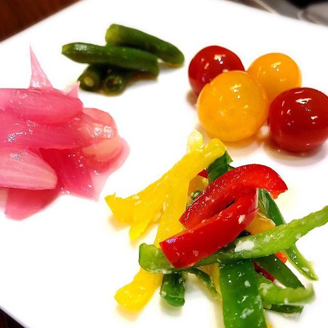 おはようございます(o^^o)だんだん暑くなってきましたね…UUDECOでは夏野菜の浅漬けが美味しそうに並んでいます!本日の写真は#ミニトマトの浅漬け#いんげんの浅漬け#新玉ねぎのしそ漬け#ピーマン.パプリカの塩麹漬けです。ぜひ食べに来て下さい( ◠‿◠ )